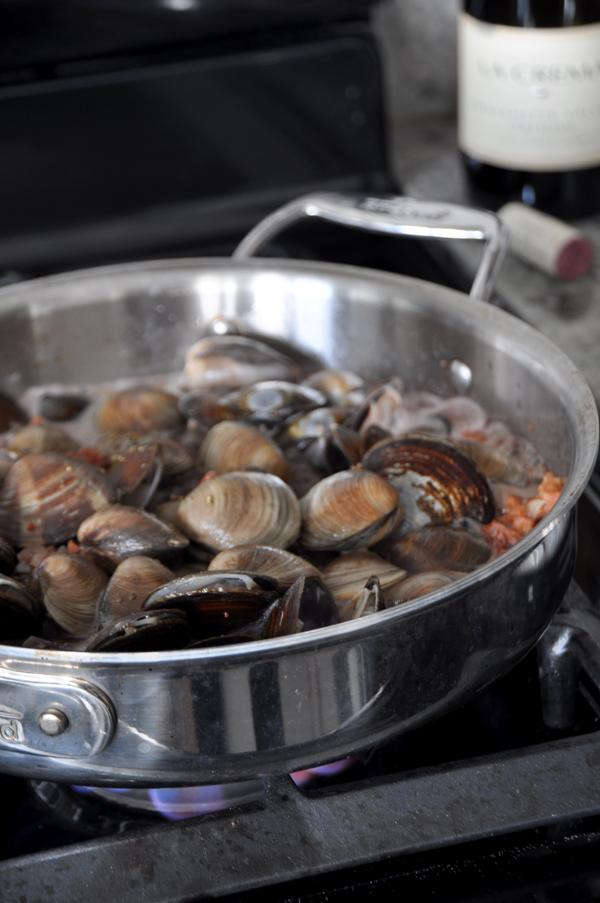 Remember to wash and rinse the clams thoroughly to remove any grit.