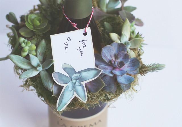 This gorgeous mini succulent wreath DIY screams summer. Makes a terrific hostess, or housewarming gift.