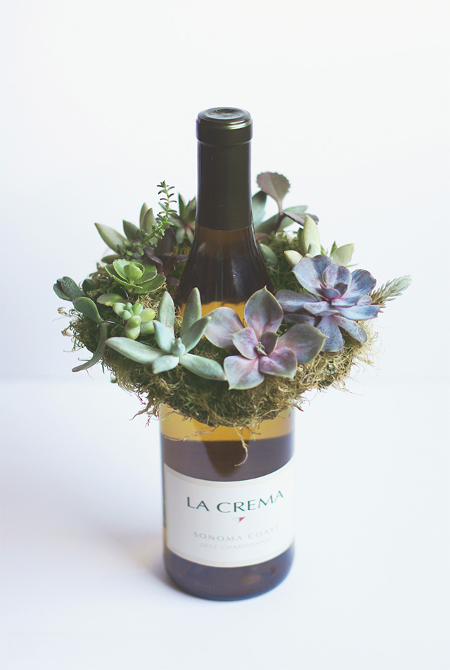 Ta-da! Now who wouldn't be happy to receive this mini succulent wreath as a gift?