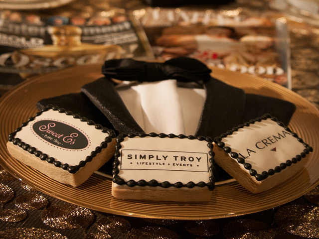 Check out this amazing napkin fold that looks like a tuxedo!